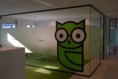 full-service-reclamebureau-sticker-op-raam-alphen-aan-den-rijn_001